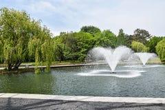Brunnen in te Park Stockfotografie