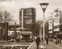 Brunnen und moderne nehmen Lebensmittel in der Mitte von Bristol weg Lizenzfreie Stockfotos