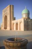 Brunnen und Moschee Stockfotografie