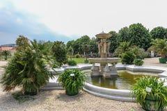 Brunnen und Orangerie von Schonbrunn-Palast, Wien Lizenzfreies Stockbild
