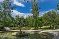 Brunnen und Park in der Mitte der Stadt von Hisarya, Bulgarien stockbilder