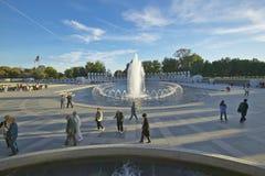 Brunnen am US-Weltkrieg-gedenkenden Erinnerungszweiten Weltkrieg in Washington Gleichstrom an der Dämmerung S Weltkrieg-gedenkend Stockbilder