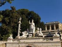 Brunnen von Dea di Roma auf dem Marktplatz Del Popolo in Rom, Italien Stockfoto
