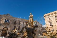 Brunnen von Diana - Ortigia Syrakus Sizilien Italien stockfotografie