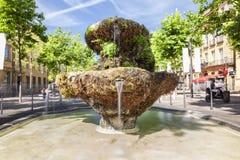 Brunnen von neuen Gewehren auf dem Cours Mirabeau in Aix en Provence Stockfotografie