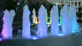 Brunnen vor altem Gericht am Zugangs-Bogen-Nationalpark, St. Louis, MO stock footage