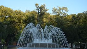 Brunnen in Vrnjacka Banja, Serbien stock video