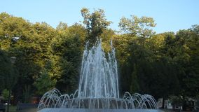 Brunnen in Vrnjacka Banja, Serbien stock video footage