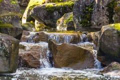 Brunnennebenflusswasserfall Stockbilder