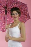 Brunnete met paraplu Stock Afbeeldingen