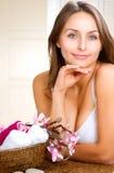 brunnsortkvinna Arkivfoto