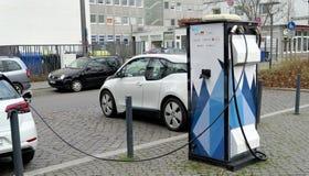 Brunswick, Nedersaksen, Duitsland, 27,2018 Januari: Het laden post voor elektrische auto's in Brunswick, Duitsland, redactie Stock Afbeelding