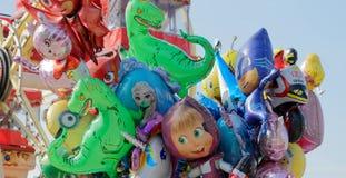 Brunswick, Niedersachsen, Deutschland - 15. April 2018: Nahaufnahme von den bunten Ballonen zusammen gebunden Lizenzfreies Stockbild