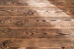 Brunt åldrades naturlig wood textur Arkivfoton
