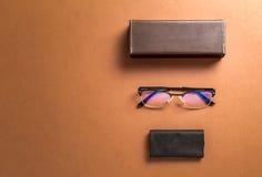 Brunt glasögon, eyewearram, tyg och kopieringsutrymme för textnolla Arkivbild