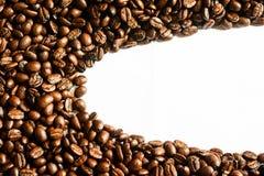 Brunt kaffe, brunt kaffe på vit bakgrund Kaffe Arkivbilder