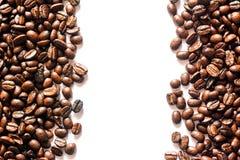 Brunt kaffe, brunt kaffe på vit bakgrund Kaffe Fotografering för Bildbyråer