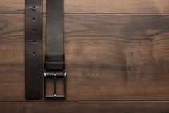 Brunt läderbälte för män Arkivbild