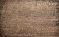 Brunt mörker skrapat träklipp, skärbräda Trä texturerar royaltyfri bild