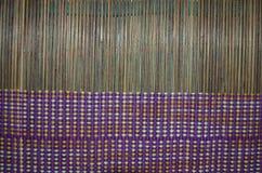 Brunt mattt som vävas samman med tråden Royaltyfria Bilder