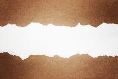 Brunt sönderrivet packepapper Arkivbilder