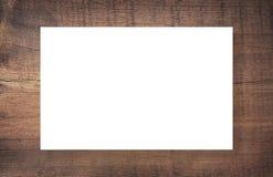 Brunt skrapade träramen, affischtavlan eller den vita horisontalrektangeln Royaltyfri Foto