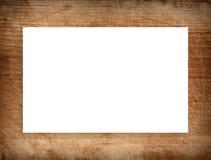 Brunt skrapade träramen, affischtavlan eller den vita horisontalrektangeln Arkivbilder