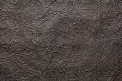 Brunt skrynkligt inpackningspapper abstrakt bakgrundsdesign Arkivbild