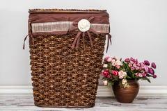 Brunt stack Straw Basket Arkivbilder
