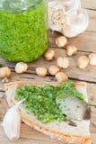 Bruschetta με τη σάλτσα pesto Στοκ Εικόνες