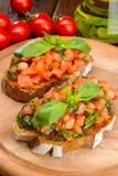 Bruschetta με τις ντομάτες και το βασιλικό Στοκ εικόνες με δικαίωμα ελεύθερης χρήσης