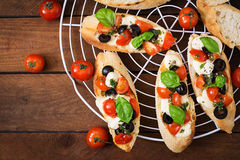 Bruschetta με τις ντομάτες, μοτσαρέλα Στοκ εικόνα με δικαίωμα ελεύθερης χρήσης