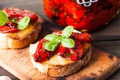 Bruschetta με τις ξηραμένες από τον ήλιο ντομάτες Στοκ εικόνες με δικαίωμα ελεύθερης χρήσης
