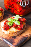 Bruschetta με τις ξηραμένες από τον ήλιο ντομάτες Στοκ εικόνα με δικαίωμα ελεύθερης χρήσης
