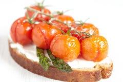 Bruschetta με τις ψημένες ντομάτες Στοκ εικόνες με δικαίωμα ελεύθερης χρήσης