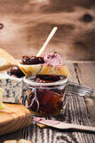 Bruschetta με το ξηραμένο από τον ήλιο πατέ συκωτιού ντοματών και κρέατος Στοκ εικόνες με δικαίωμα ελεύθερης χρήσης