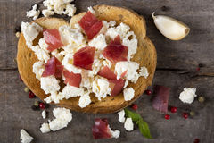 Bruschetta τυριών και κρέατος Στοκ Εικόνες