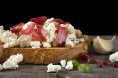 Bruschetta сыра и мяса Стоковое Изображение RF