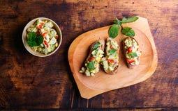 Bruschetta с распространением авокадоа Стоковые Фото