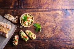 Bruschetta с распространением авокадоа Стоковое Фото