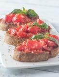 Bruschetta с томатами и базиликом вишни Стоковое фото RF