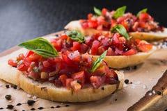 Bruschetta с томатами и базиликом Стоковые Фото