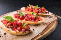 Bruschetta с томатами и базиликом Стоковое Изображение