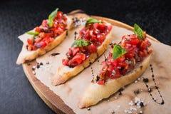 Bruschetta с томатами и базиликом Стоковая Фотография