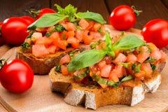 Bruschetta с томатами и базиликом Стоковое Изображение RF