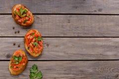Bruschetta с томатами и травами Стоковые Изображения RF
