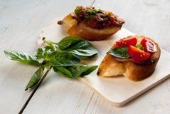 Bruschetta с томатом и базиликом Стоковая Фотография RF