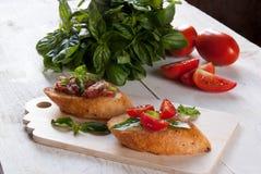 Bruschetta с томатом и базиликом Стоковое Изображение RF