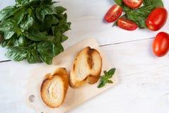 Bruschetta с томатом и базиликом Стоковые Фото