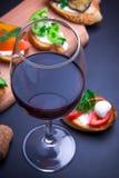 Bruschetta установило для вина Стоковая Фотография
